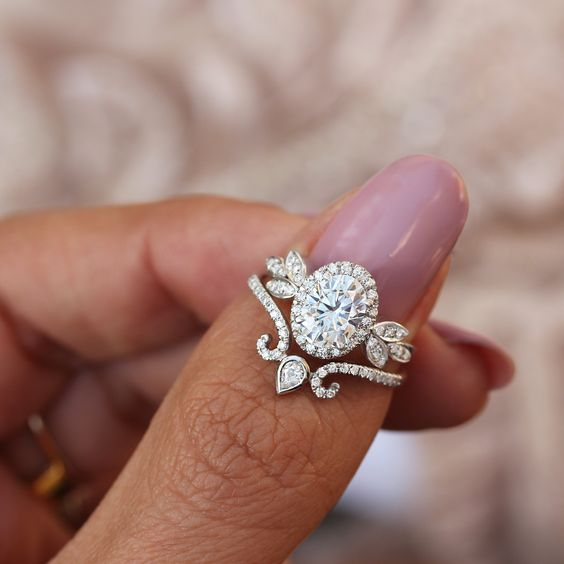 How do Engagement Rings and Wedding Rings work together?